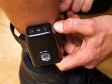 Inbraakverdachte mag rechtszaak thuis afwachten, maar knipt enkelband door en zit weer vast