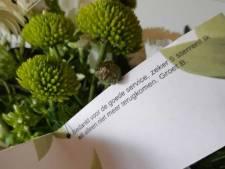 Oud-bajesklant stuurt politie Den Helder een bloemetje