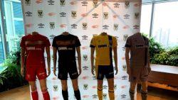 Football Talk. Dit zijn de nieuwe truitjes van STVV - Clubs kunnen voortaan feedback geven en krijgen over Belgisch arbitrage