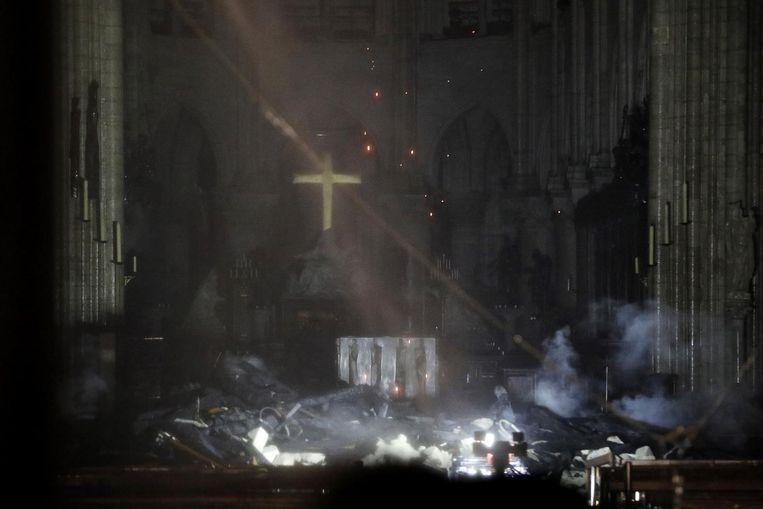 De binnenkant van de Notre Dame, na de brand Beeld anp