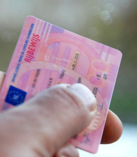 23-jarige automobilist met ongeldig rijbewijs aangehouden in Oud Ade