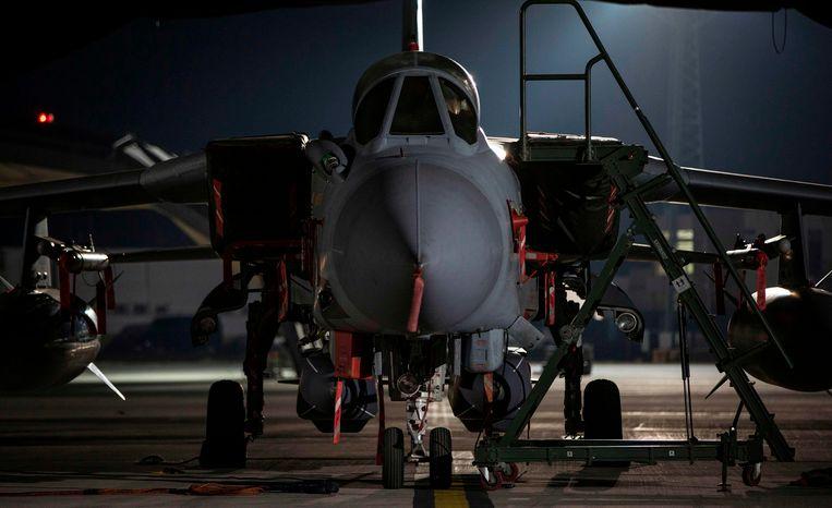 Een Tornado straaljager van de Royal Air Force staat op de basis in Akrotiri op Cyprus klaar voor de luchtaanval op Syrië. Beeld AFP