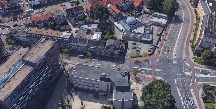 Het voormalige restaurant De 4 Azen (midden) aan de Willemstraat in Eindhoven.  Het wordt omgebouwd tot 8 appartementen.