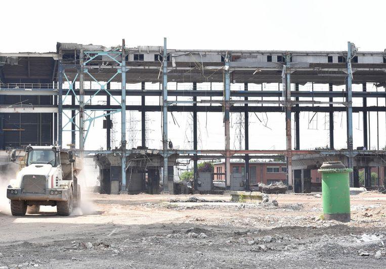 Grote bedrijven als Samsonite en Vergalle staan klaar om het terrein van de vroegere elektriciteitscentrale in te nemen, maar de regionale milieuvereniging Milieufront Omer Wattez lijkt niet van plan om dat te laten gebeuren.