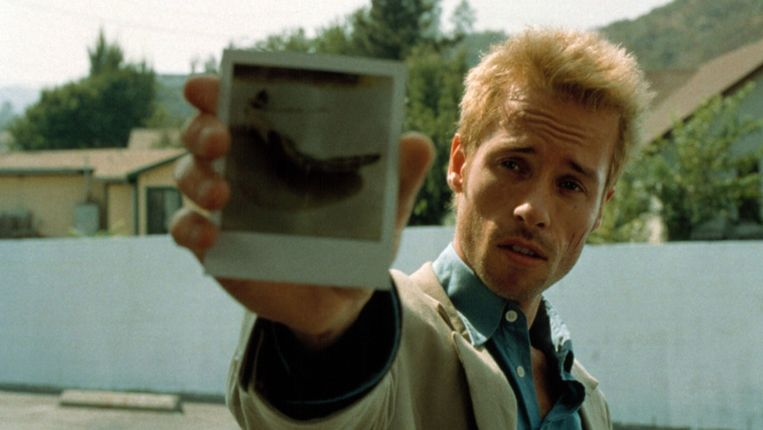 Guy Pearce in Memento. Beeld