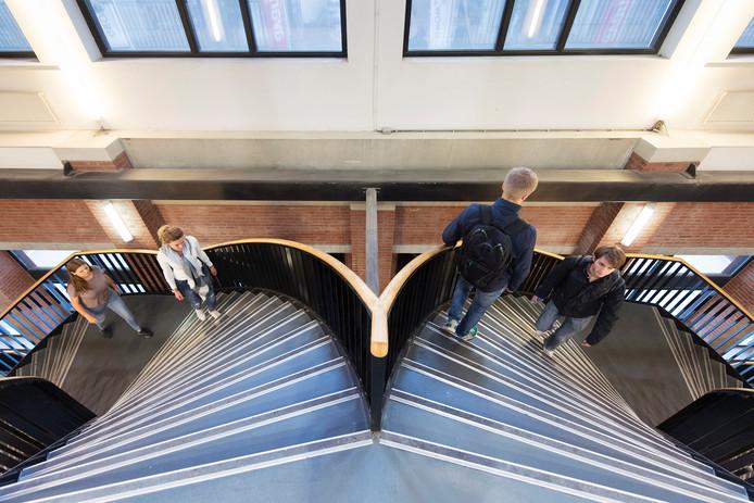 Een bijzondere trap in het gebouw van Avans Hogeschool aan de Onderwijsboulevard in Den Bosch.
