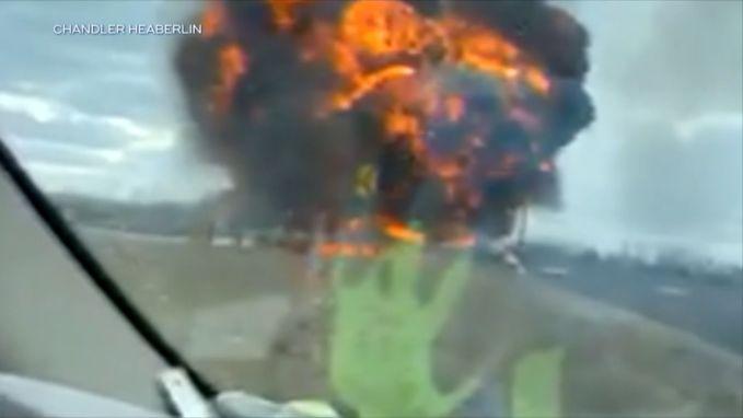 Brandende tankwagen ontploft op viaduct