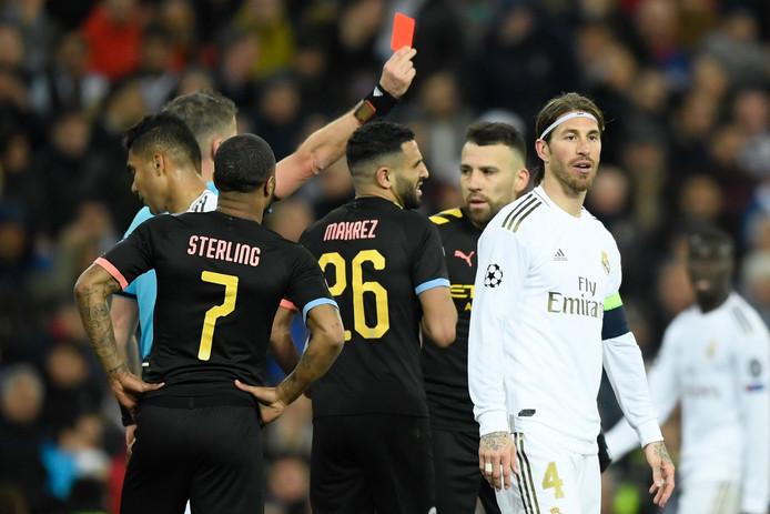 Sergio Ramos krijgt de rode kaart.