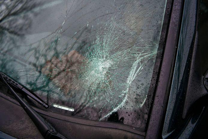 Ook de auto is beschadigd geraakt.