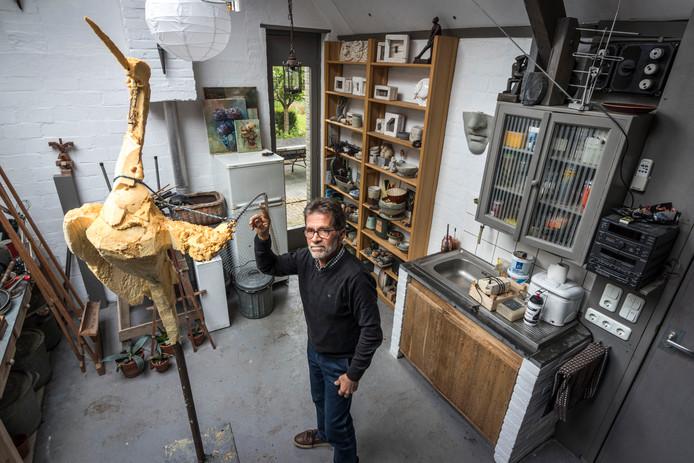 Piet Govers bij de replica van De Kraanvogel.