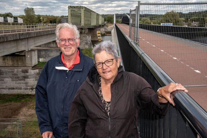 Paul Kennis samen met zijn vrouw Maria de Wild die heel lang geledenal op kwamen voor een fietsbrug naast de bestaande spoorbrug.