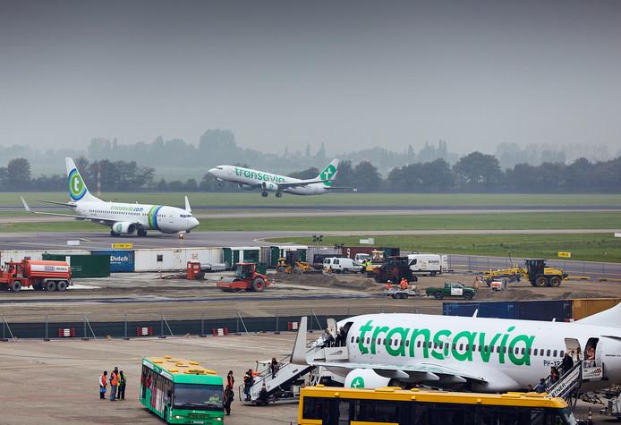 Rotterdam The Hague Airport presenteert zich als zakenvliegveld, maar er zijn ook vluchten naar vakantiebestemmingen.