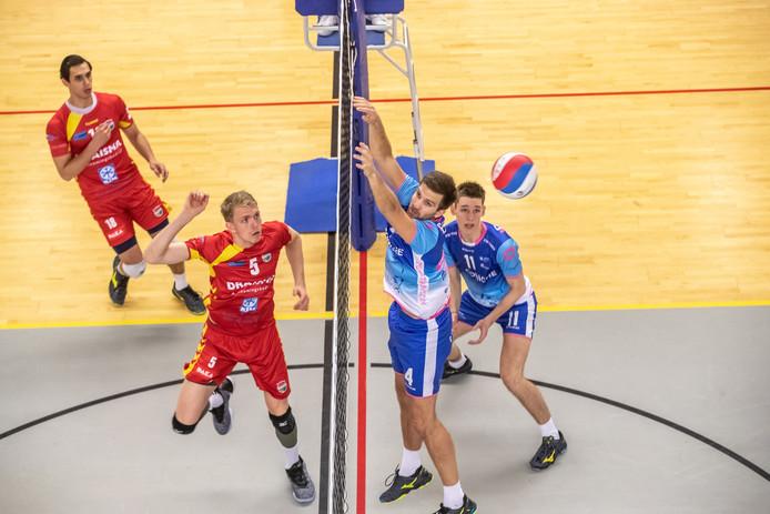 Jan-Willem het Lam, tweede van rechts, speelt komend seizoen in Elburg.