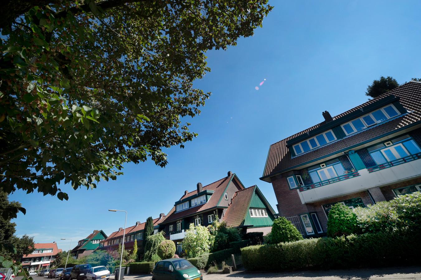 Woningen van de Woningbouwvereniging voor Ambtenaren te Arnhem aan het Goeman Borgesiusplein.