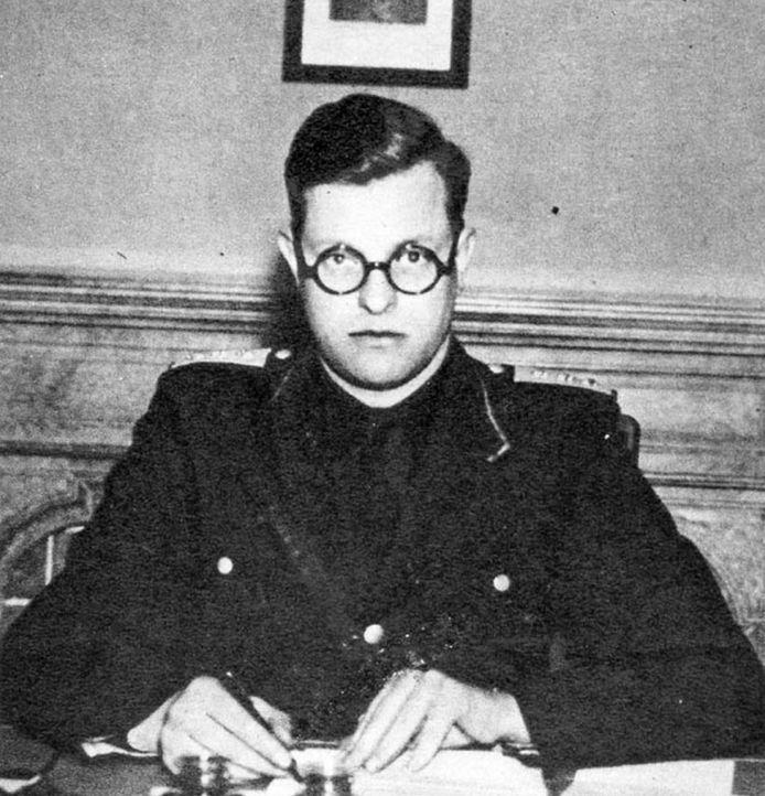 Reimond Tollenaere (1909-1942), propagandaleider van het Vlaams Nationaal Verbond (VNV) en hevig antisemiet, trok in 1941 naar het Oostfront waar hij een jaar later omkwam.