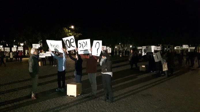 De woorden op papier werden op de Parade omhoog gehouden.