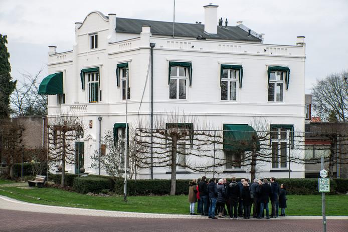Een brief van Oosterpoort over parkeerplaatsen bij het oude gemeentehuis in Beek bleef op het gemeentehuis in Berg en Dal 'ergens in het systeem hangen'.