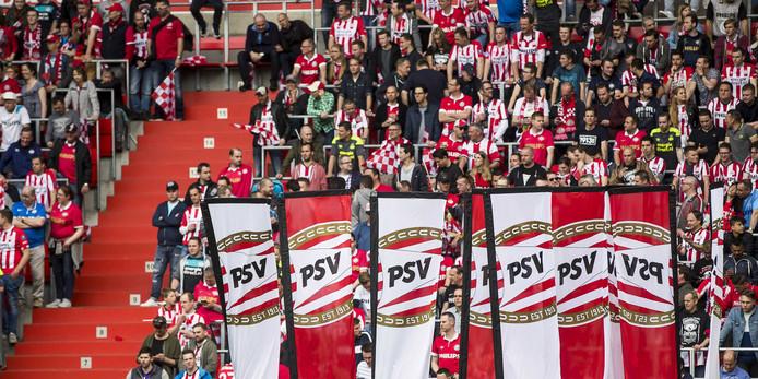 Supporters van PSV in de thuiswedstrijd tegen Ajax in april 2018.