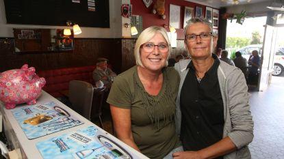 Pat en San nemen afscheid van café 't Maeske
