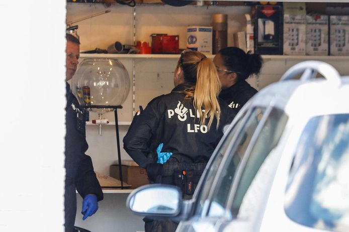 In wat de advocaat 'een rommelschuur' noemde vond de Veldhovense politie een groot deel van een drugslab. De bewoner was nieuwe spullen aan het bijkopen.