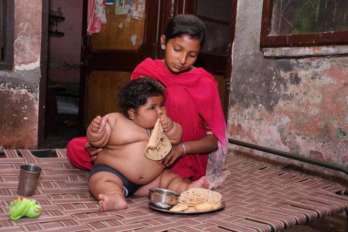 Haar ouders staan versteld van de eetlust van Chahat Kumar.