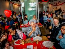 Millennials daten met senioren: 'Eenzaam? Ik ben nooit thuis'