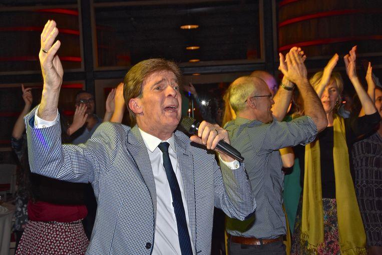 Paul Severs in actie tijdens een van zijn vele optredens.