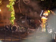 Twee auto's in vlammen op in Velddriel