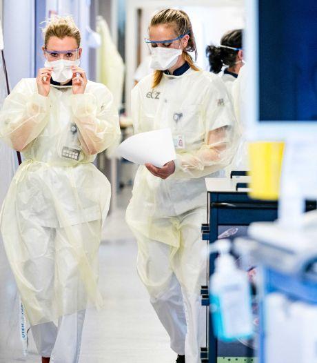 Reactie op test met coronavaccin: 'Waarom doormodderen als de oplossing voor het grijpen ligt?'