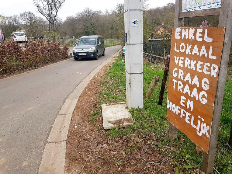 Bewoners in onder andere de Haakstraat in Dworp maar ook Kesterbeekbos klagen over een toename van sluipverkeer.