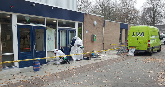 Het asbest zit onder meer bij de entree van sporthal De Haspel in Goirle.