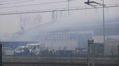 Hevige rookontwikkeling in magazijn in Brandstraat door brand aan afzuiginstallatie