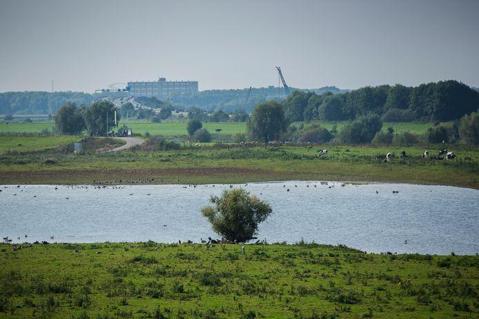 Aan de overzijde van Westervoort, op de Koningspleij, komen ook windmolens.