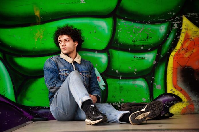 De dakloze jongere Amine (19), die al vijf maanden in Dordrecht op straat zwerft.