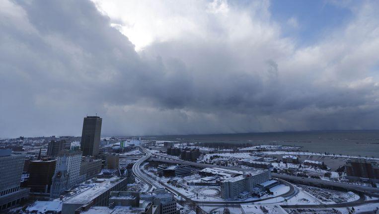 Een muur van sneeuw dendert af op de stad Buffalo in de staat New York.