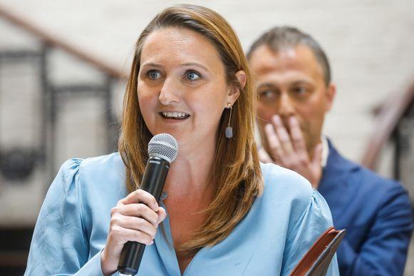 Gwendolyn Rutten neemt het woord.