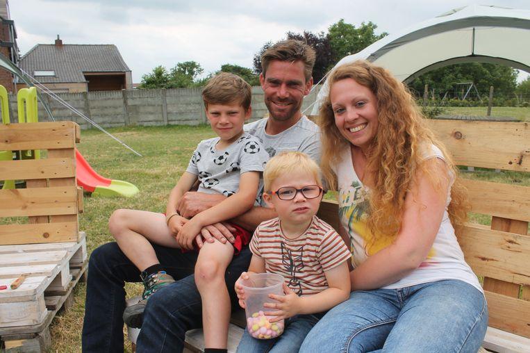 Pieter en Jessica, samen met zoontjes Laus en Max.
