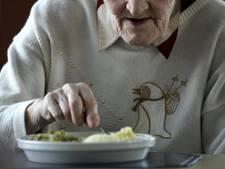 Maaltijdenrel in serviceflat: Bewoners aangeklaagd voor bestellen eigen eten