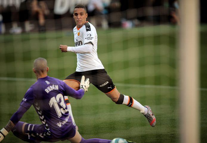 Rodrigo scoort namens Valencia tegen Osasuna.