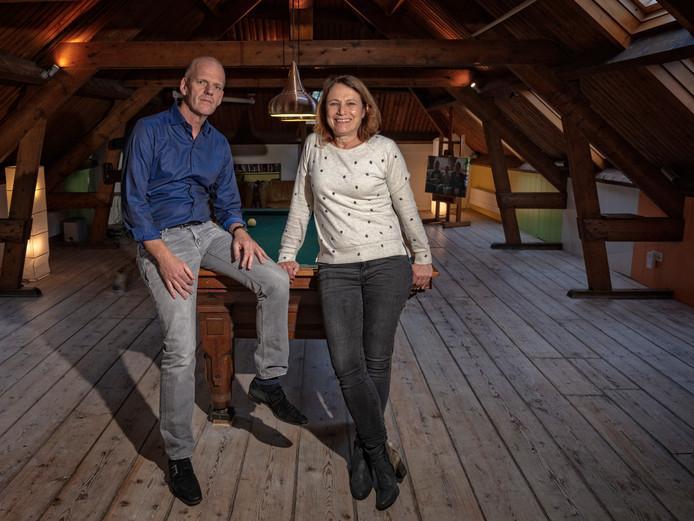 Erik Pleij en Eugenie Verhaar op de zolder van hun huis in Zwammerdam: ,,Dit is een echt gezinshuis.''