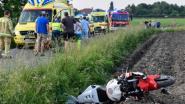 Motard maait fietsers van de weg in Baasrode: twee personen in levensgevaar