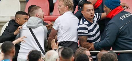 Ajax - Feyenoord onder 19 gestaakt na belagen familieleden Feyenoord-spelers