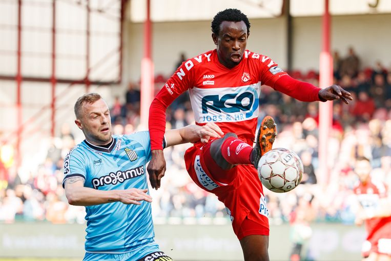 Bennard Kumordzi in actie tegen Charleroi.