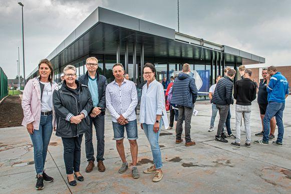 Ann Gunst, Ria Beeusaert-Pattyn, Ivan Vandenbussche, Koen Vanhoutte, Els Kindt tijdens de opendeurdag van het sportcentrum op 10 juni