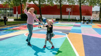 Street art op basketbalplein: Ann Wauters gooit eerste balletje op kleurrijk veld