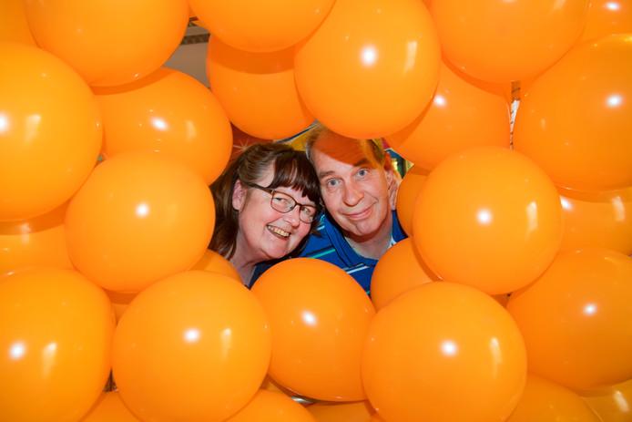Rob en Arina Haveman, die als eigenaren van het Apeldoornse Ballonbestel.nl de ballonnen leverden voor de koningsspelen in Twello, over de discussie: ,,De vraag verschuift''.