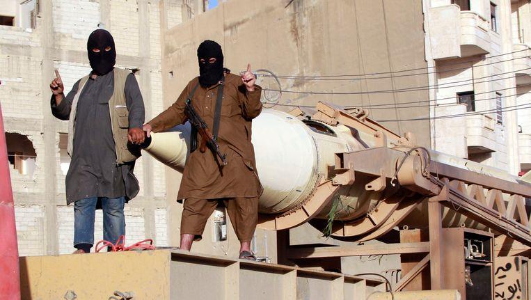 ISIS-strijders in de Syrische provinciestad Raqqa. Beeld REUTERS