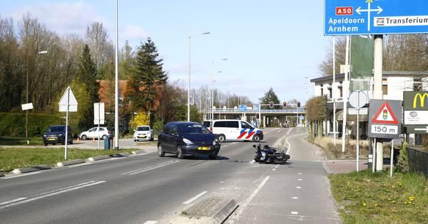 Motorrijder gewond bij botsing: Eperweg bij Heerde tijdelijk afgesloten.