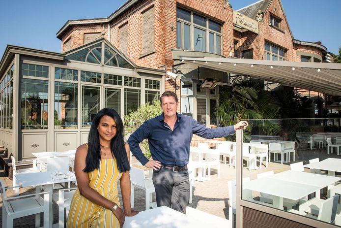 Claudia Zapata en Philippe Heyndericx op het terras van Falstaff, dat morgen opnieuw opengaat.