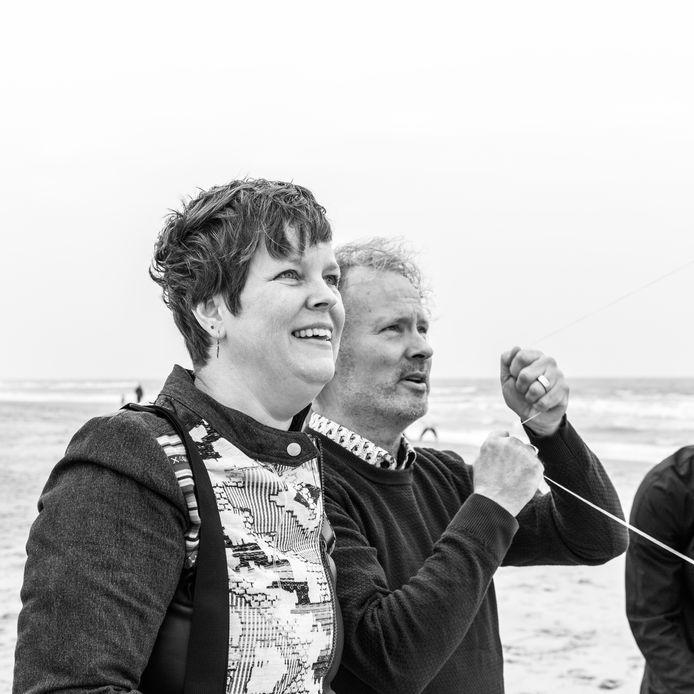 Hettie Ophoff met haar man Jaap, eind oktober 2018 voor de laatste keer aan zee.